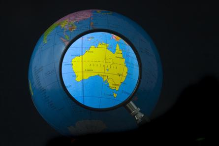 Australian government targets international roaming