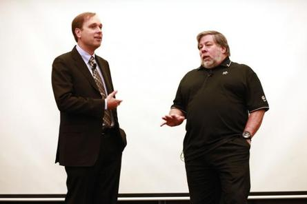 Fusion-io chairman and chief executive officer, David Flynn (left) with Fusion-io chief scientist, Steve Wozniak (right)