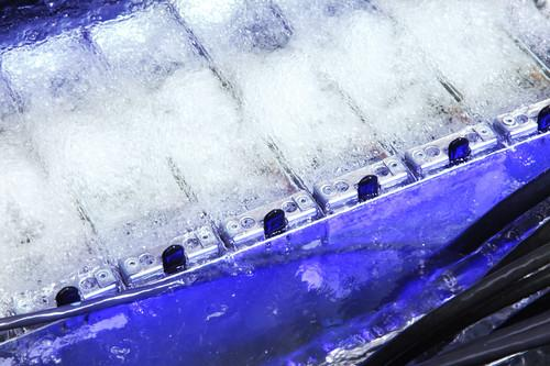 Blades in SGI's Ice X cooled with Intel's and 3M's immersion cooling technology (3)