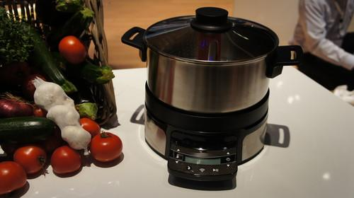 By using Wi-Fo to connect the HomeCooker Next concept, users can choose a recipe and the appliance will know how to cook it by stirring, changing the temperature and managing the time.