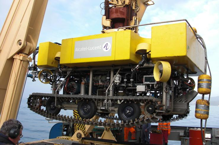 A submarine cable-laying rover. Credit: Alcatel-Lucent