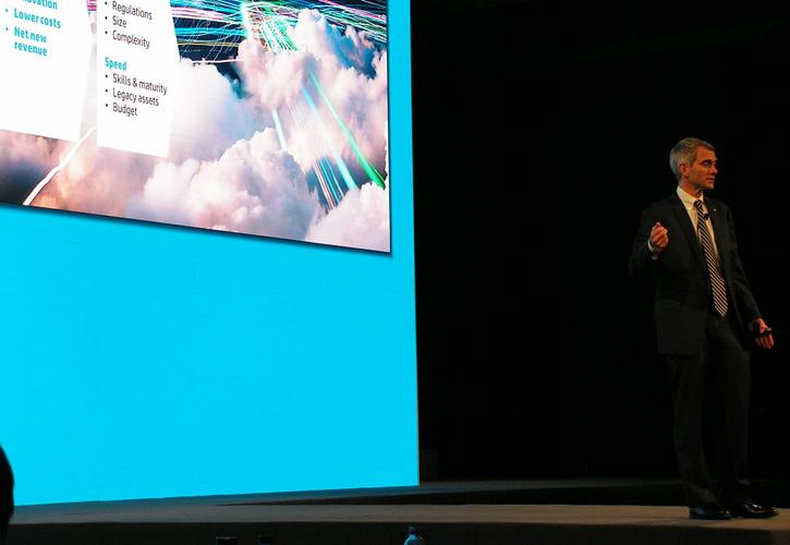 HP COO Bill Veghte focuses on cloud.