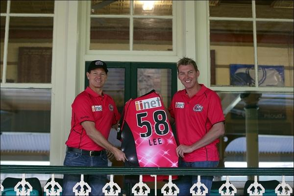 Sydney Sixers general manager Dominic Reymond with Brett Lee.