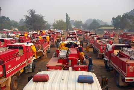 Country Fire Authority (CFA) volunteers get ready to battle bushfires in Victoria. 